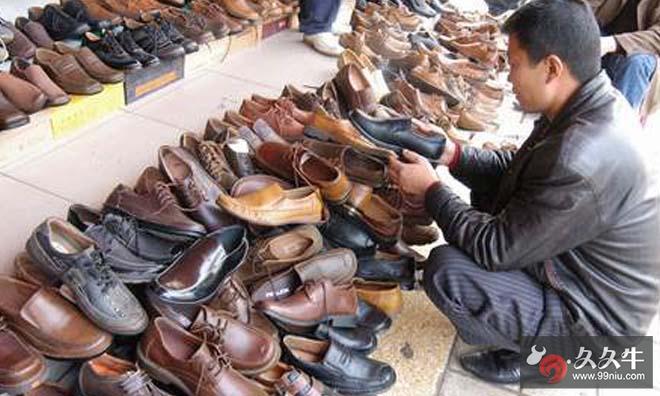华堂十里堡店门口现打折甩卖剪标鞋