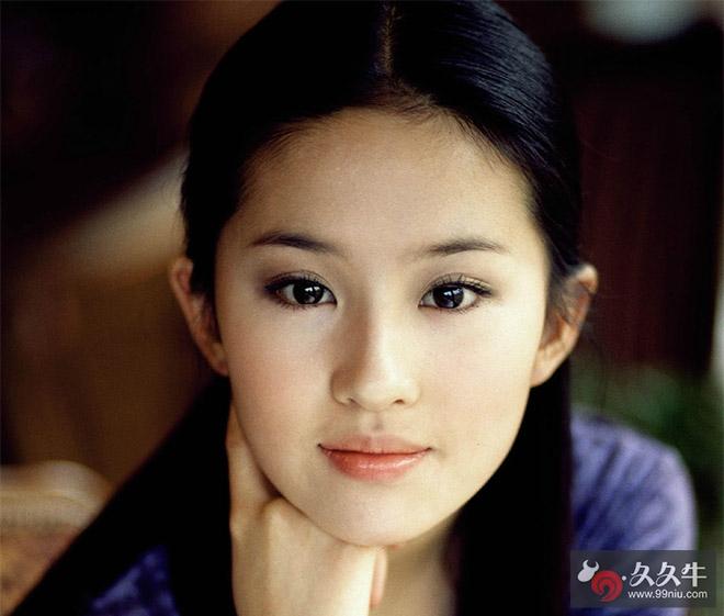刘亦菲素颜读书照 神仙姐姐真面目示人容姿令人大发