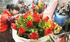 情人节催生天价玫瑰:零售百元一朵 还要拿货还靠抢