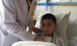 14岁男孩补心成功 患心脏病成功逃过鬼门关家人如释重负
