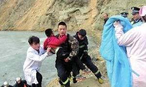 榆林男孩被困冰面 消防员义不容辞抢险救人画面太暖心