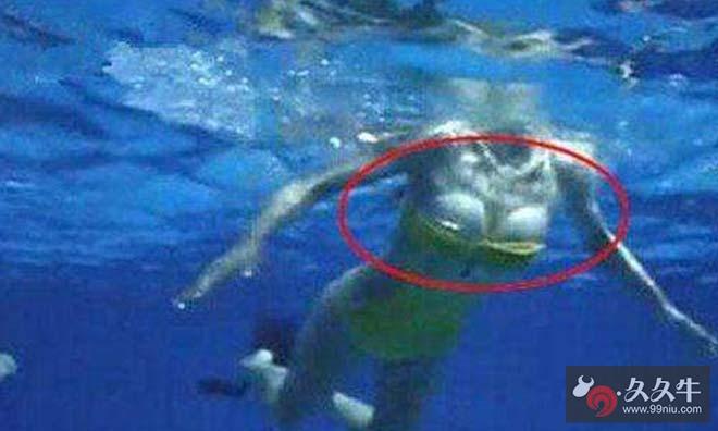 周韦彤跳水秀泳衣脱落