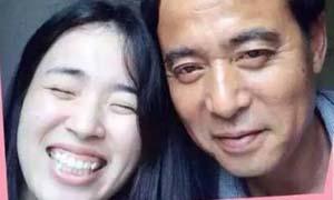 跨越24年父女照 女孩亭亭玉立父亲却两鬓斑白引网友追忆