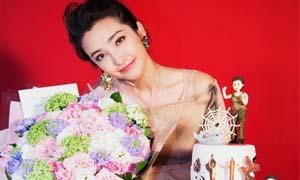李冰冰44岁生日 冰冰姐笑靥如花感谢粉丝处处透着小甜蜜