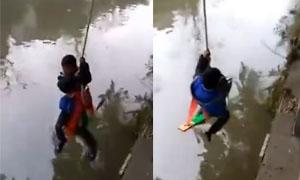 父亲把儿子捆绑吊起 孩子被吊哭喊泣不成声亲父不为所动