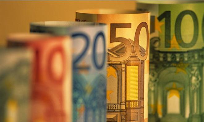 马克龙当选法国总统      这结果应会对欧元提供支持