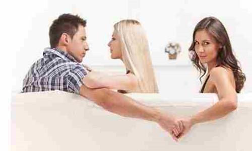 一女子用榔头将熟睡的丈夫残忍杀害     原因是丈夫出轨小三买房