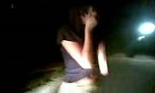 东莞少女扒衣门视频被扩散       试问行凶者良心和公德何在?