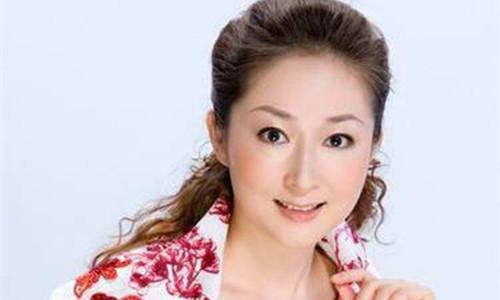 天津卫视美女主持人李宗瑶      主持经历多奖项却是个冻龄