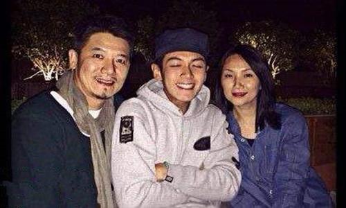 台湾著名演员柯震东父亲柯义浤      在电影中同样饰演他的父亲