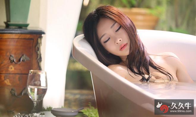 柳岩微博晒性感泳装照 .png