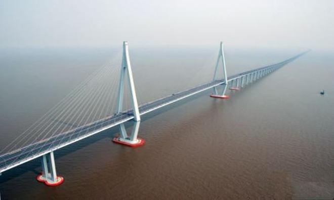 港珠澳大桥是谁投资的       总共投资了多少钱呢