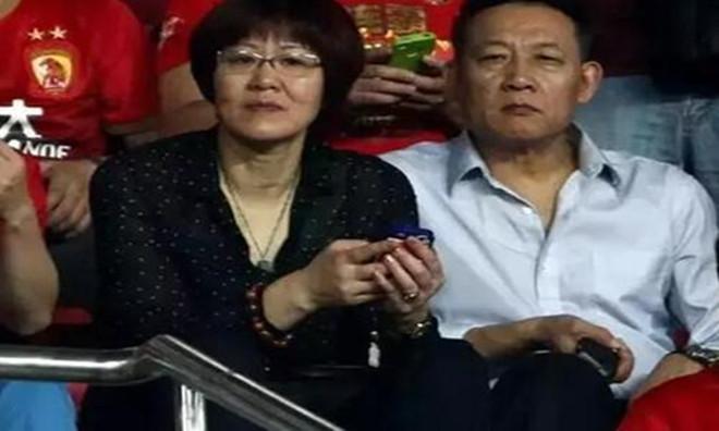 王育成简历及资料,中国女排教练郎平的现任丈夫