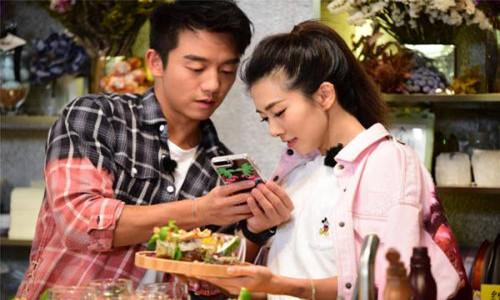 程晓玥和郑恺被曝正在交往      其个人资料身高被热议