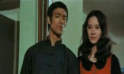香港有名主持人苗可秀        不结婚只因在等李小龙